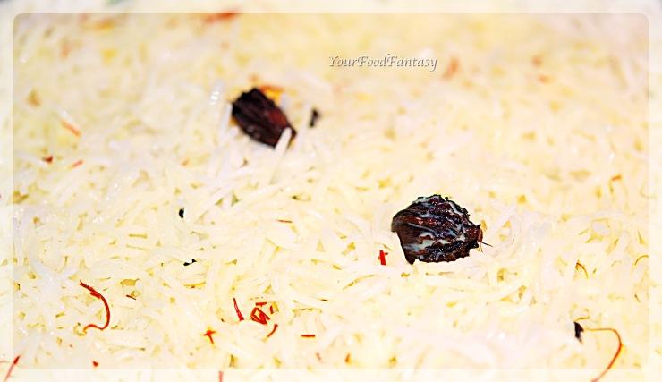 final layer - layering of chicken in chicken biryani prepration recipe at yourfoodfantasy.com by meenu gupta | Clean chicken for biryani at yourfoodfantasy