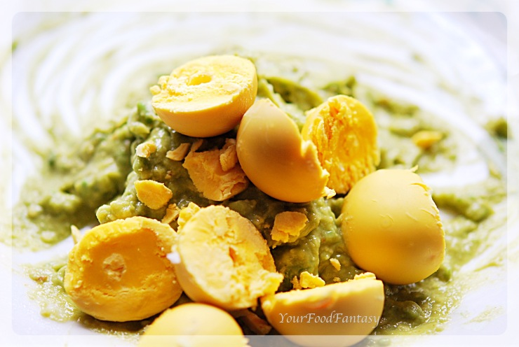 Mashig Avocada and egg york for Avocado Eggs at your food fantasy   YourFoodFantasy.com